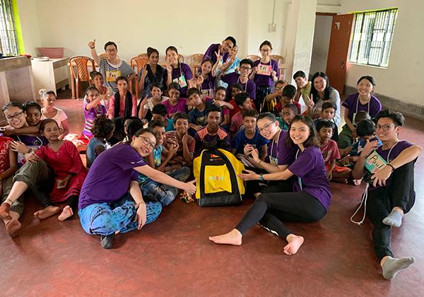 2019年傳愛背包至印度。