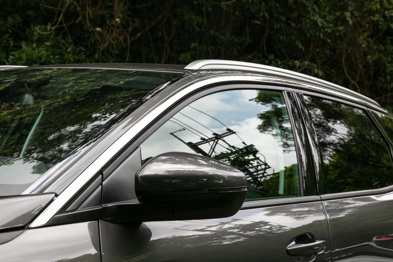 除了車色鈑件以外,外觀上更運用了黑色、鍍鉻與霧銀等塗裝配色,增加視覺層次。