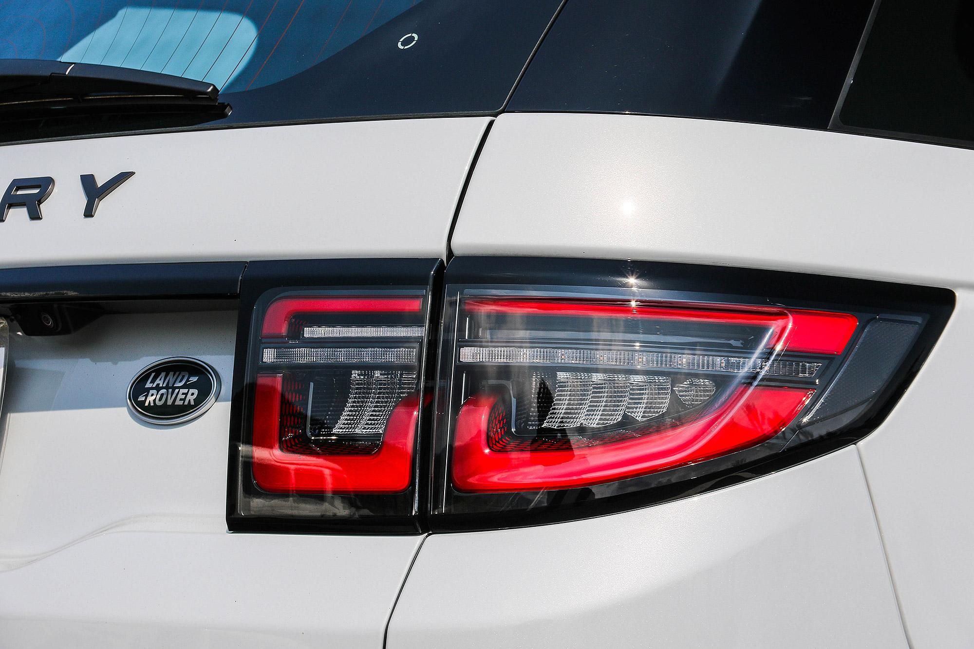 車尾導入更具科技感的 LED 尾燈。