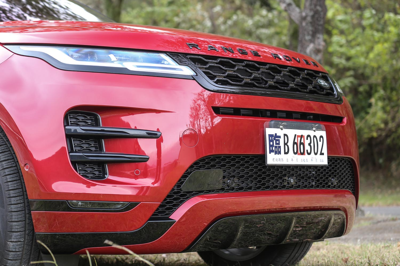原廠宣稱車頭部分鈑件接縫才 1mm,讓車頭造型更顯平滑,也為造車工藝的宣揚。