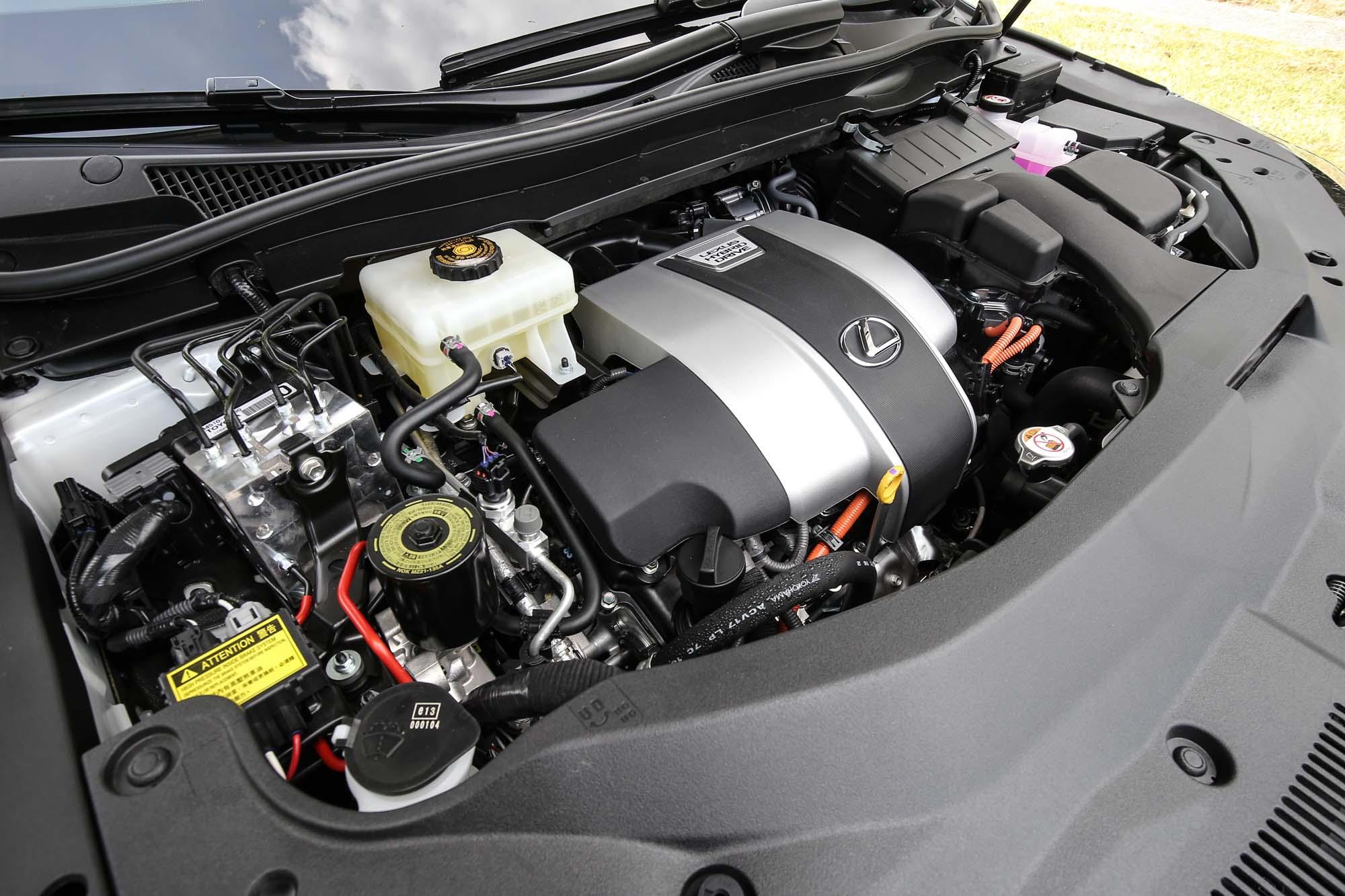 RX 450h 車型搭載 2GR-FXS 3.5 升 V6 引擎,具備 262ps / 6000rpm 最大馬力與 34.2kgm / 4600rpm 最大扭力輸出。