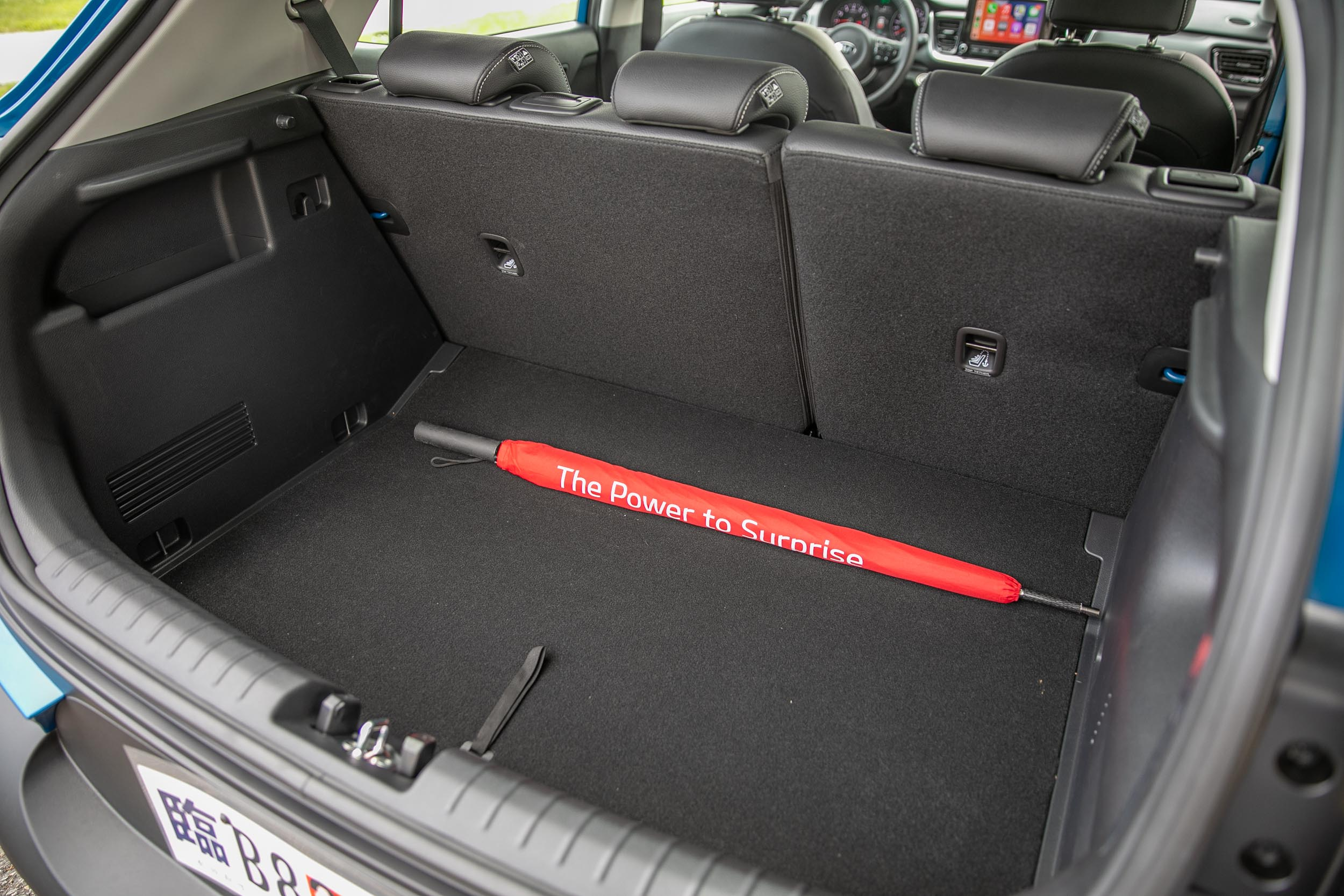 標準乘坐狀態下後廂容積為 352 公升。