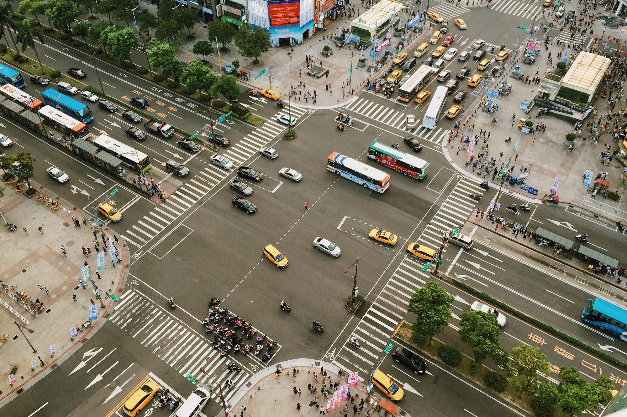 以台灣的統計資料,車輛所造成的 PM 2.5 排放僅次於「營建與道路揚塵」。