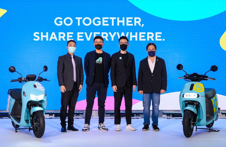 從右至左為新北市副市長吳明機、GoShare 新事業總監姜家煒、宏佳騰智慧電車執行長林東閔、台南市交通局長王銘德。
