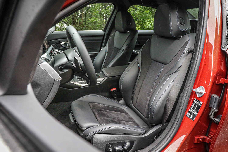 M Sport 套件提供跑車座椅,具備電動腰靠功能。