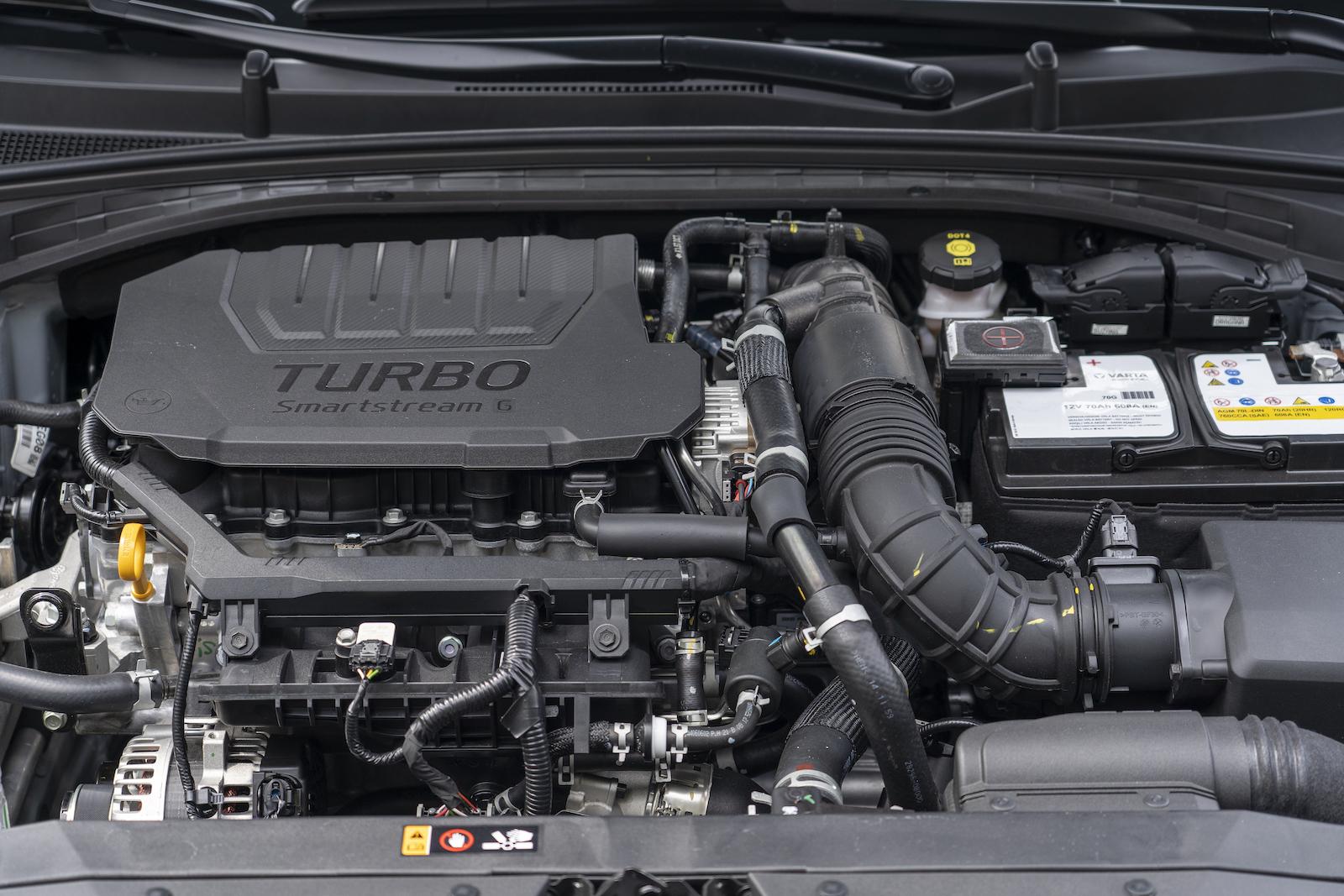 搭載 1.5L Turbo GDi直列四缸渦輪增壓引擎,可供應160ps / 25.8kgm的最大出力。