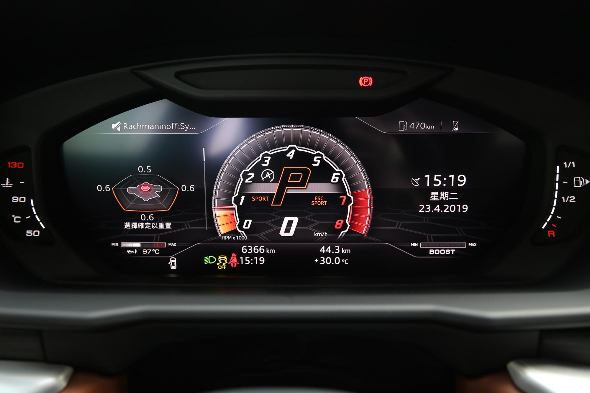 全數位儀表板的資訊介面設計的相當前衛,不意外的也可依照駕駛模式變換呈現風格。