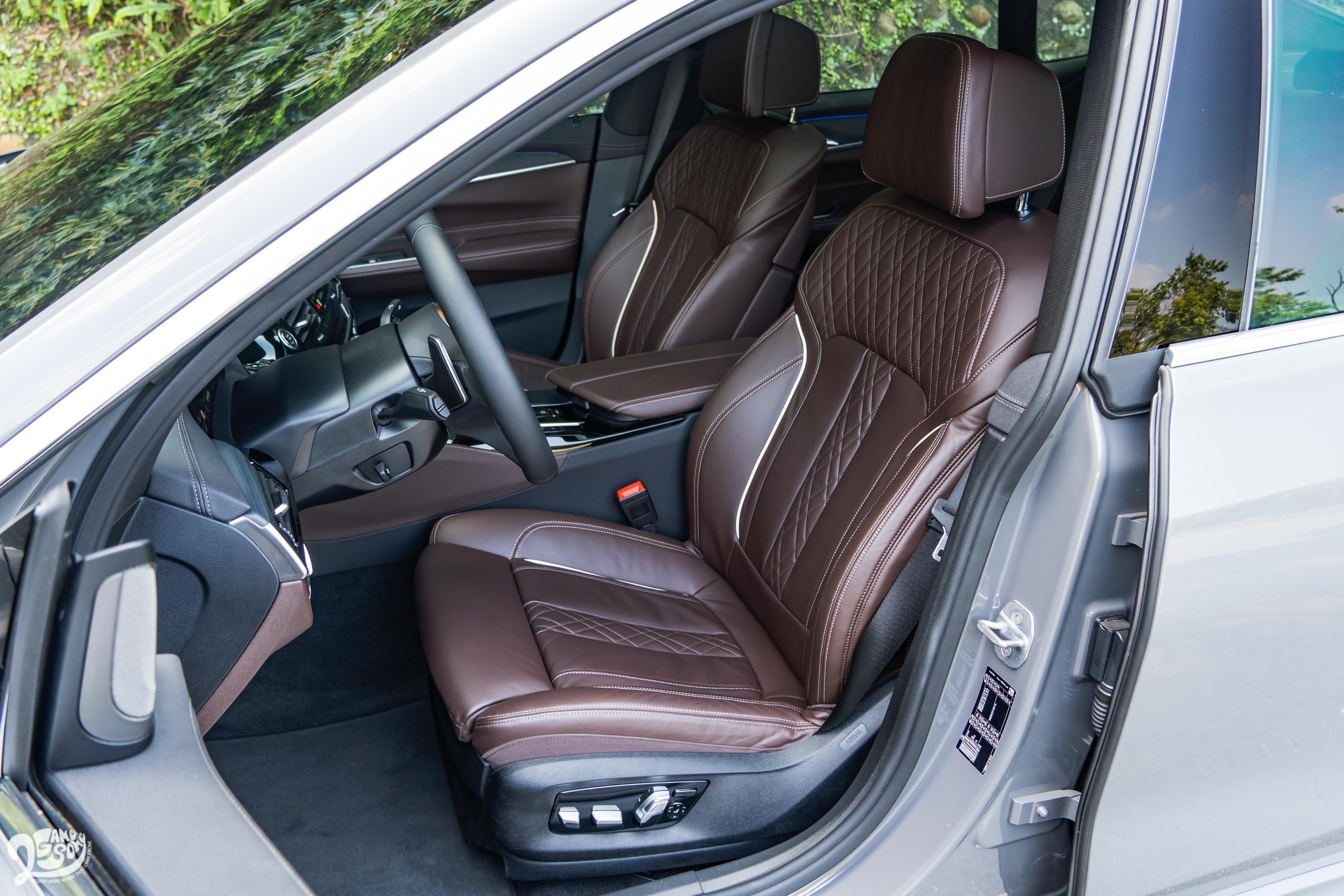 標配 Nappa 真皮內裝及舒適型前座椅。