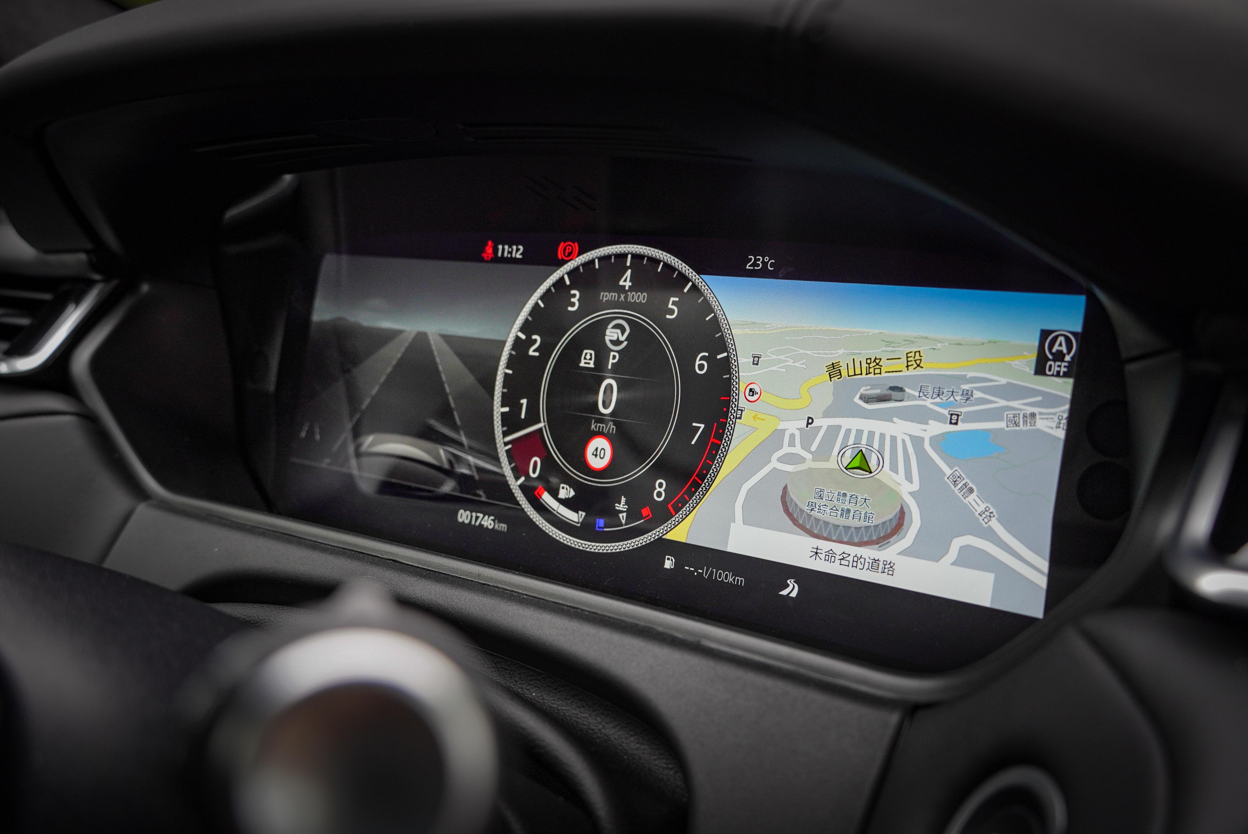 12.3 吋高畫質互動式駕駛顯示幕為標準配備。