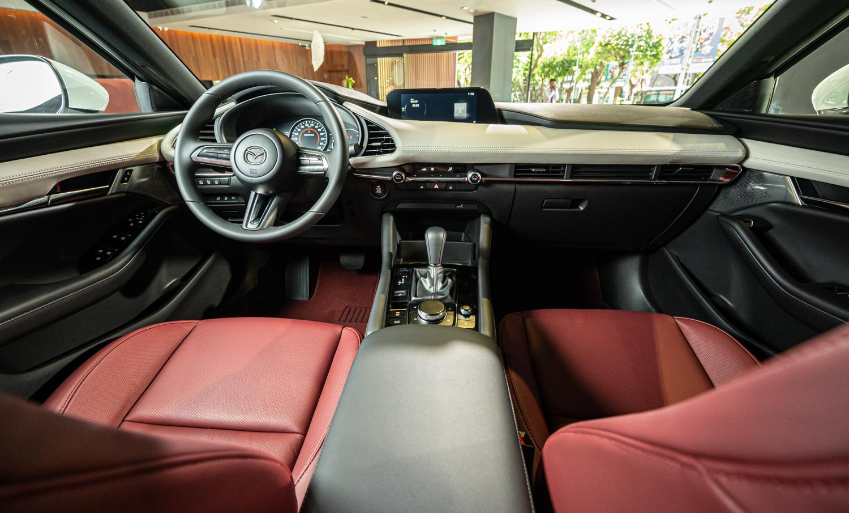 Mazda3 內裝。