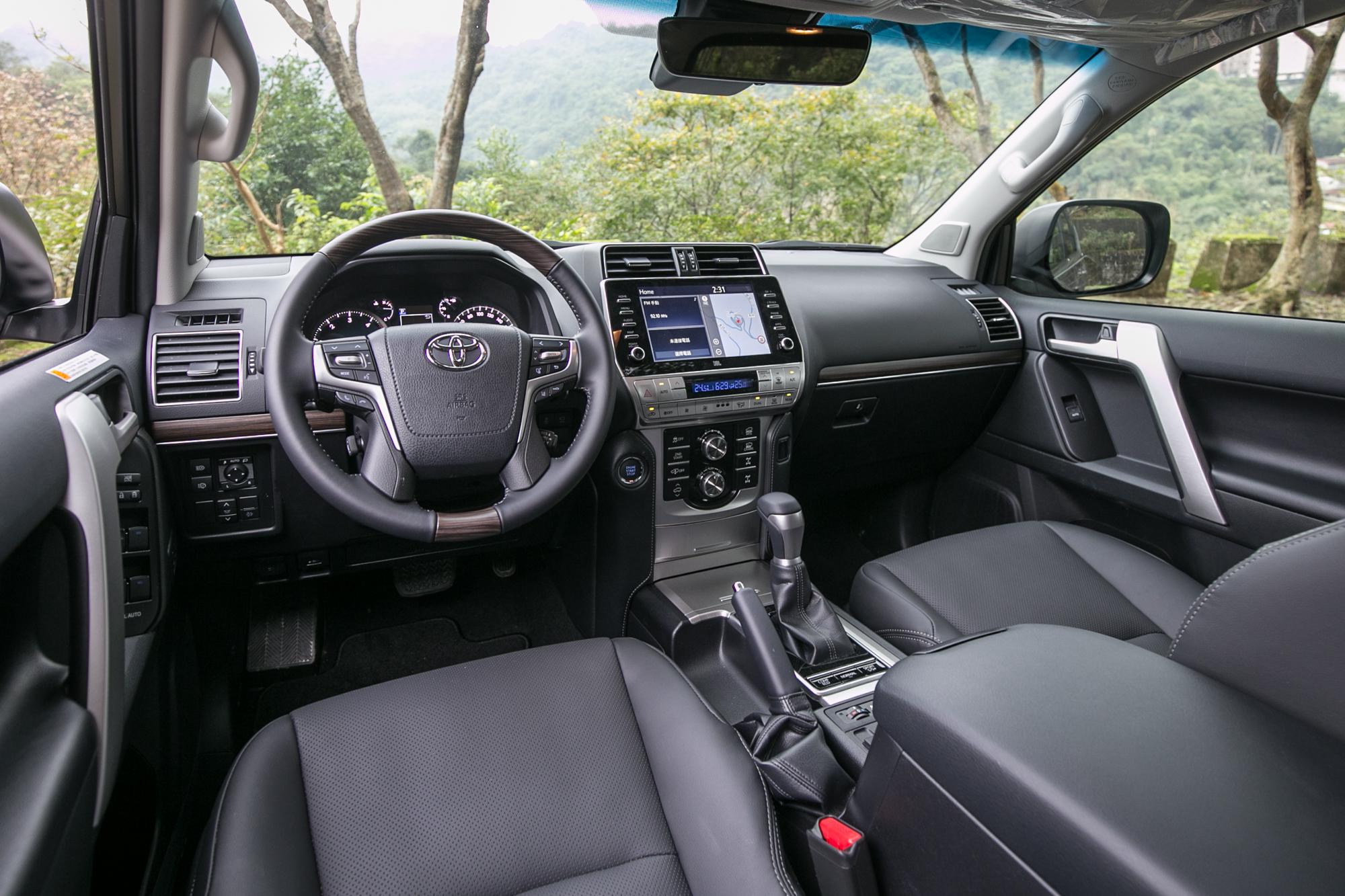 透過數位螢幕的導入,讓車內添增些許的科技氛圍。