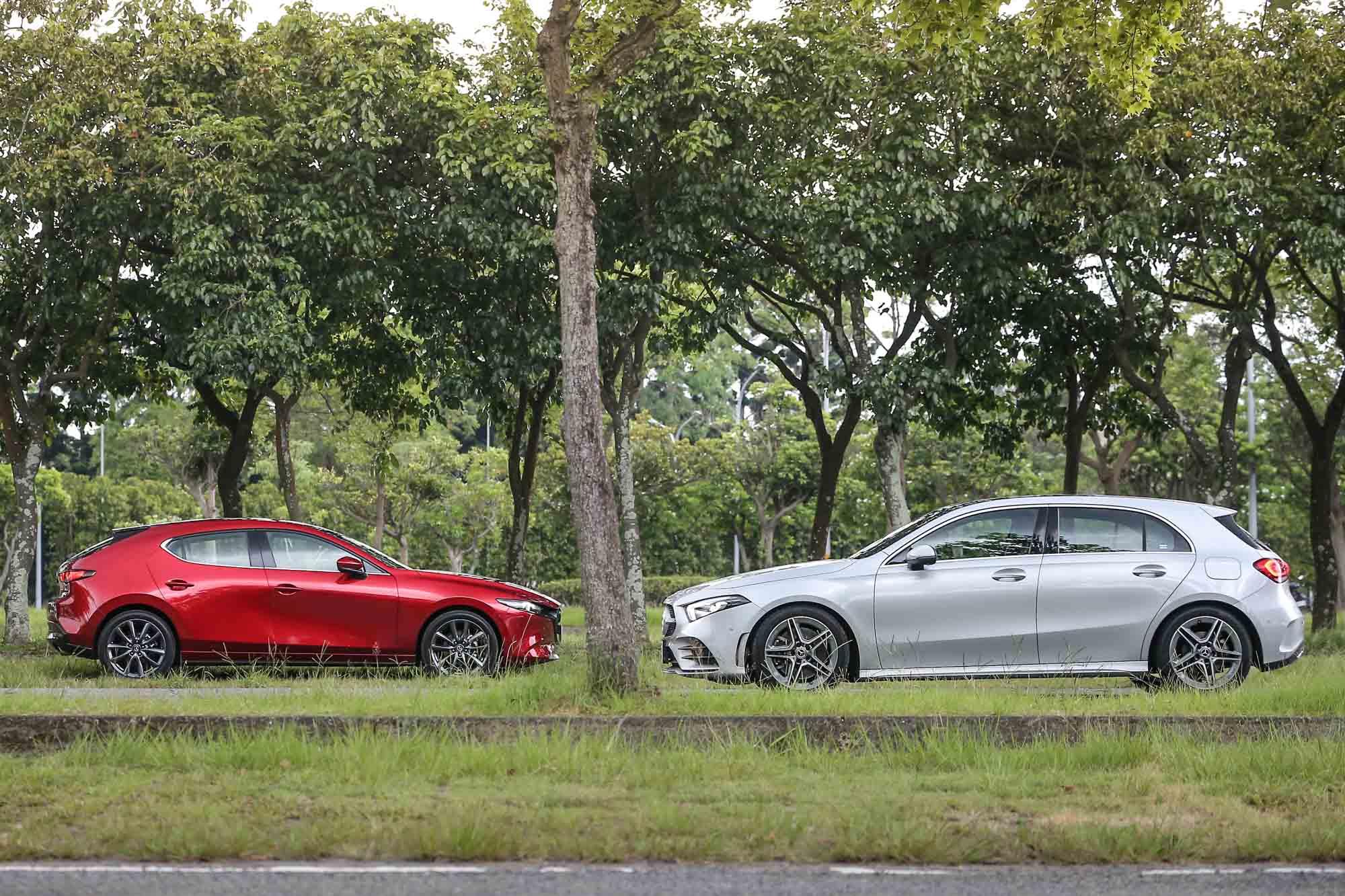 此次試駕的兩位主角一款為 Mercedes-Benz A250 運動版車型,售價為新臺幣 213 萬元;另一款則為五門 Mazda3 BOSE® 旗艦型,售價為新台幣98.9萬元。