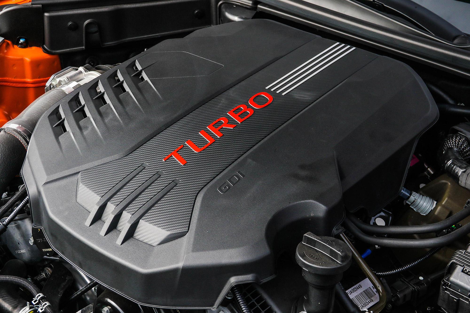 3.3 升 V6 雙渦輪增壓引擎具有 370 匹的最大馬力。