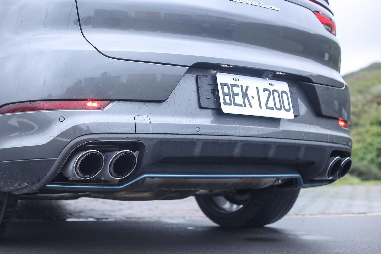 配備左右雙出 Turbo 排氣尾管。