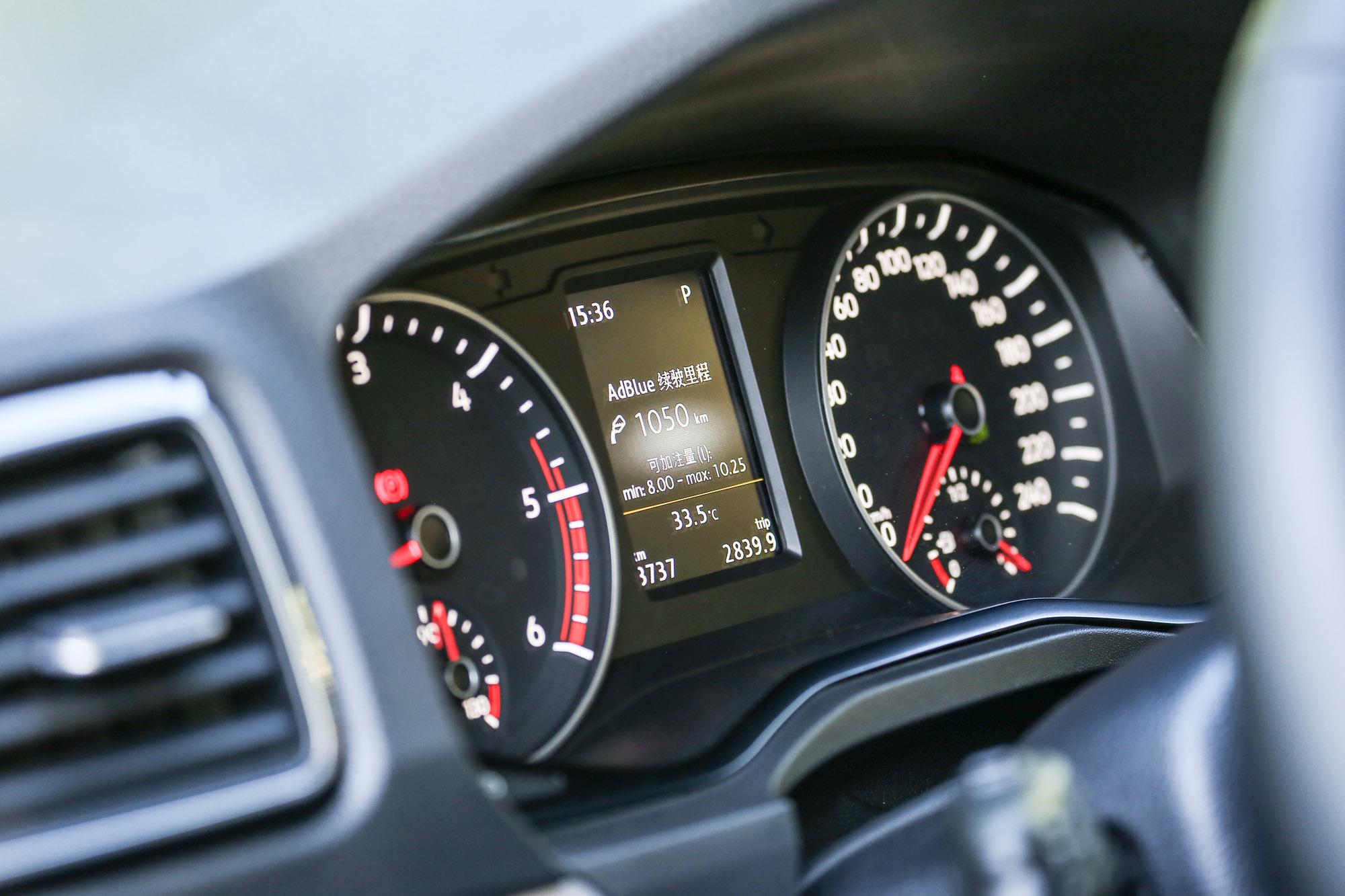 雙環儀表中配備有液晶顯示幕。