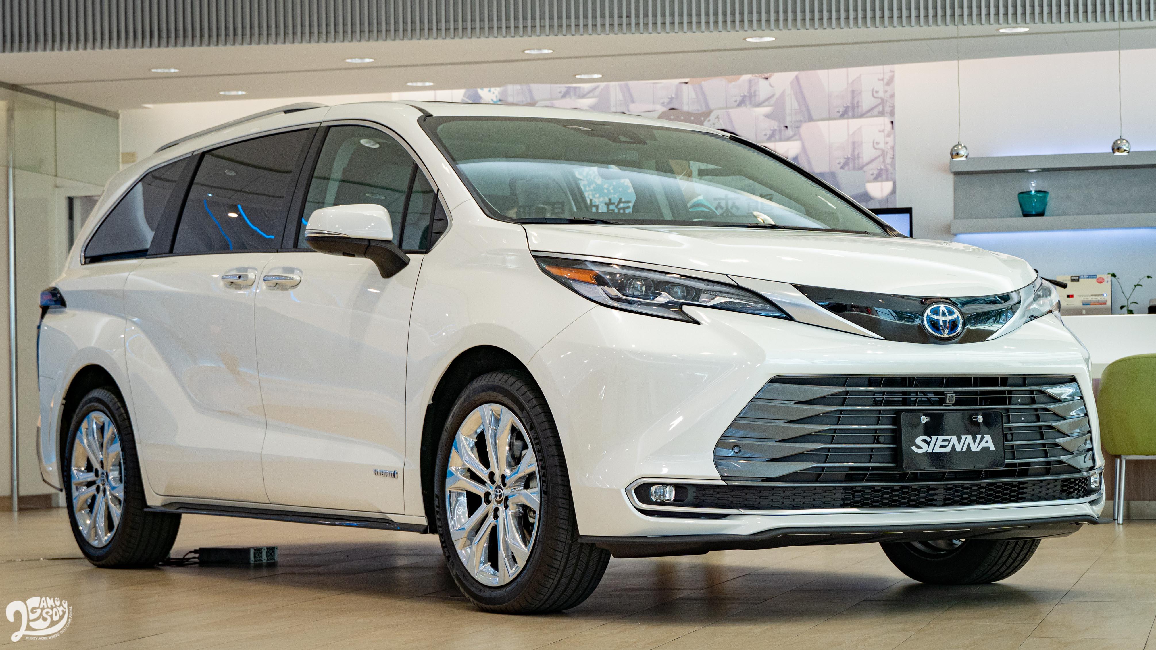 全新 Toyota Sienna 油電化預售起跑,雙車型早鳥價 210 萬元起