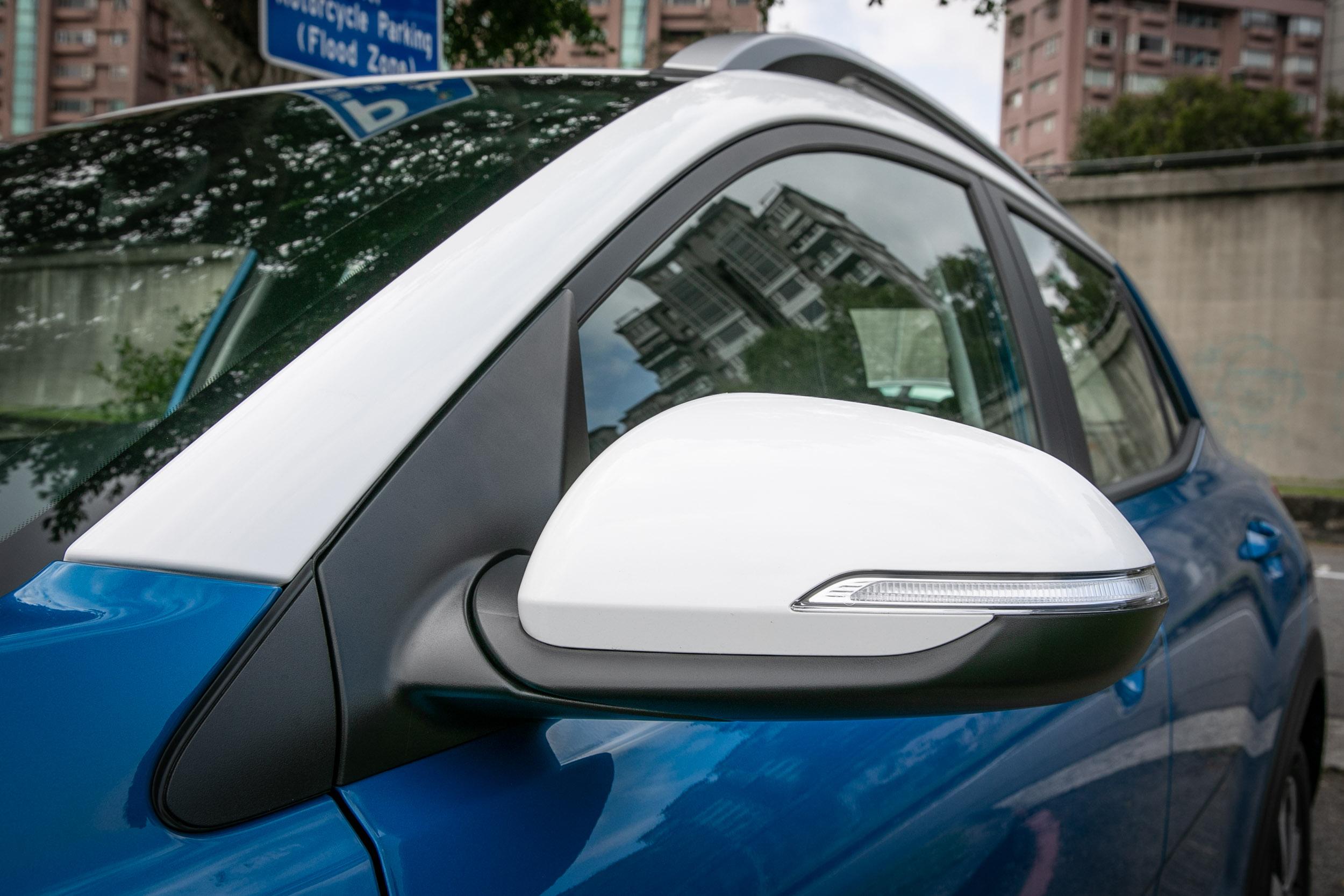 1.0T 車型專屬雙色車身設計。